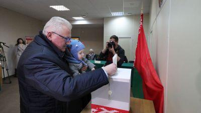Карпенко принял участие в досрочном голосовании