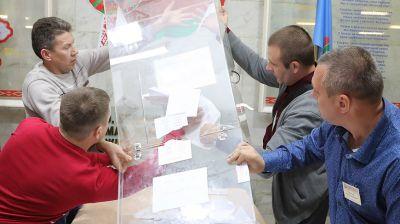 Участки для голосования на парламентских выборах закрылись в Беларуси