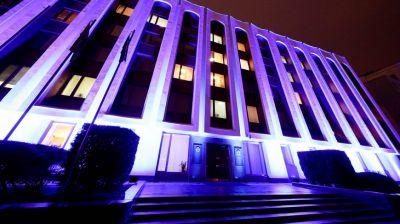 Здание МИД подсветили синим цветом в честь Всемирного дня ребенка