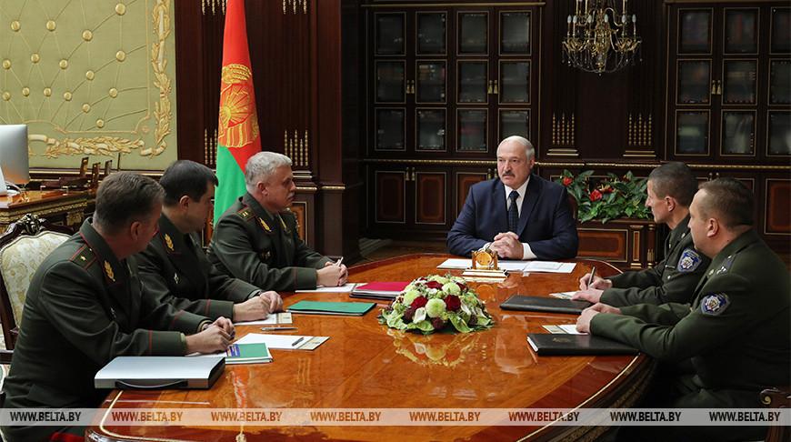 Лукашенко собрал совещание по развитию правительственной связи