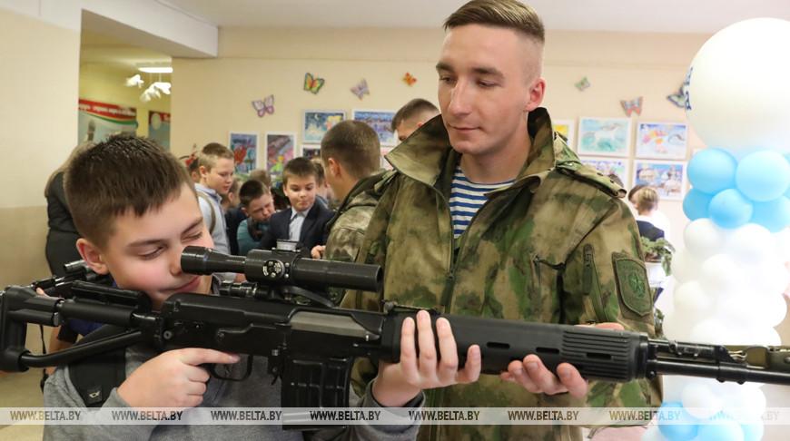 Бойцы элитной роты встретились с витебскими школьниками