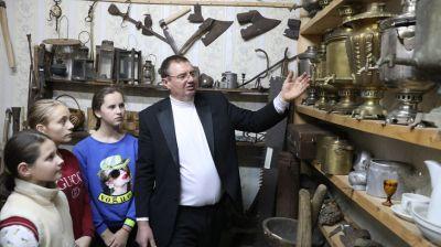 Житель Сенненского района собрал более 200 предметов старины