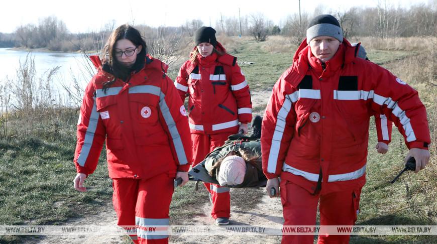 В Гомеле волонтеры Красного Креста отработали готовность к экстремальным зимним условиям