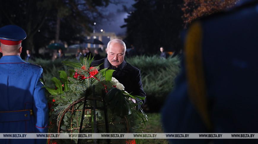 Лукашенко и Вучич возложили венки к мемориальному комплексу в честь освободителей Белграда
