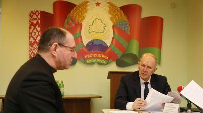 Кравцов провел прием граждан в Скиделе