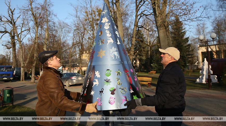 В Гродно создают аллею креативных елок