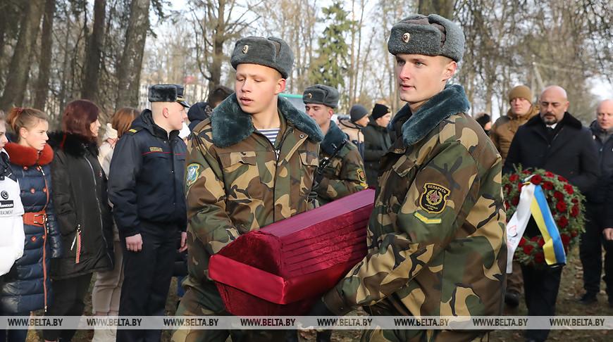 Найденные в Украине останки белоруса-красноармейца перезахоронили в Толочине