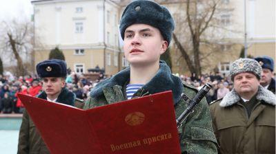 Около 600 новобранцев 103-й отдельной гвардейской воздушно-десантной бригады приняли присягу