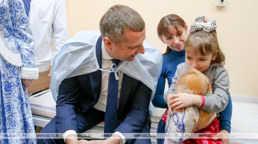 Крутой поздравил с Новым годом пациентов РНПЦ детской хирургии в Минске