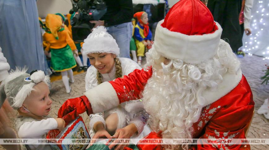 Анфимов разделил новогоднюю радость с ребятами минского детдома №3