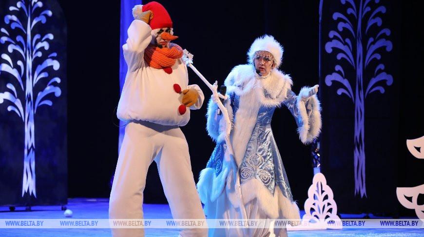 Более полутора десятков утренников покажут за время новогодних праздников артисты Мозырского ДК