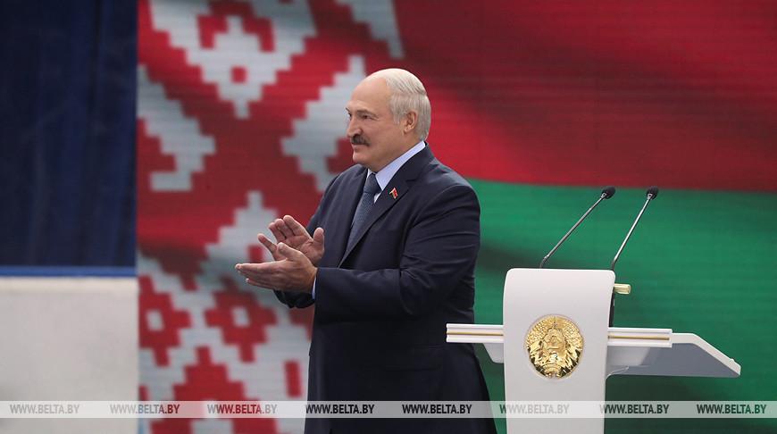 Лукашенко открыл Рождественский турнир любителей хоккея