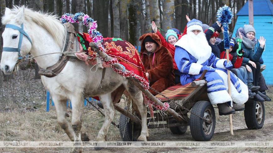 Ледяной Дед поселился в деревне Меркуловичи на время новогодних праздников