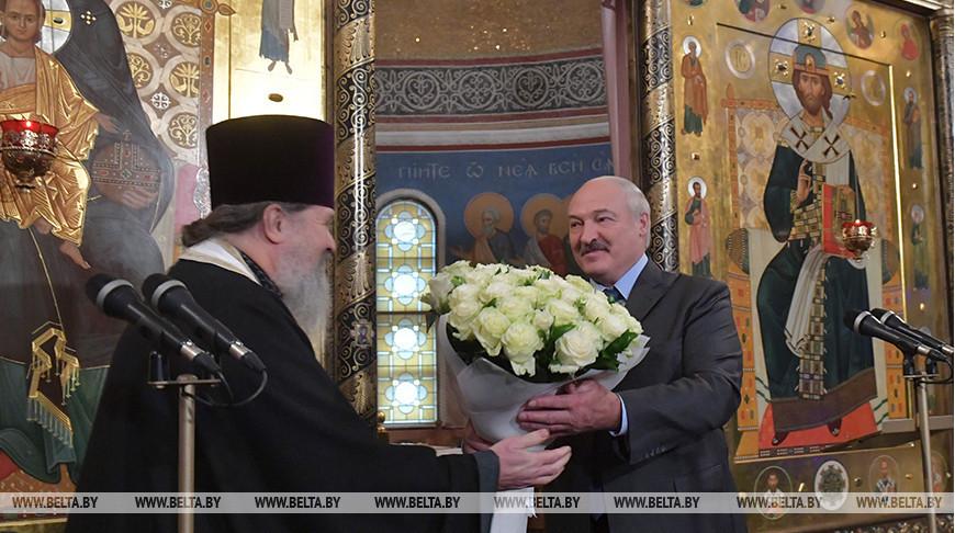 Лукашенко на Рождество приехал в храм на территории Свято-Елисаветинской женской обители