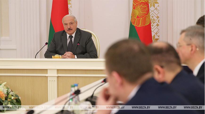 Лукашенко провел совещание с руководством Совета Министров