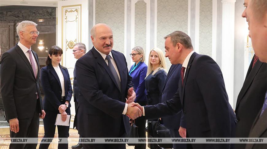 Лукашенко встретился с премьер-министром Латвии