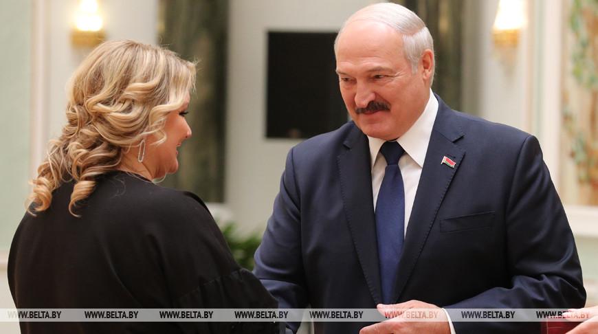 Лукашенко вручил награды представителям различных сфер