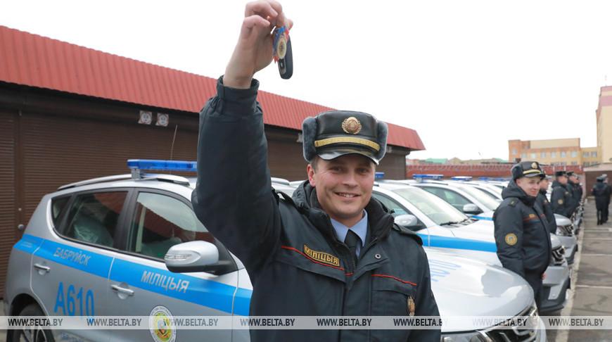Ключи от служебных автомобилей вручили сотрудникам Департамента охраны в Могилеве