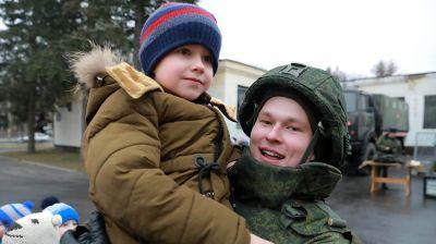 Солдаты инженерных войск устроили праздник для могилевских школьников