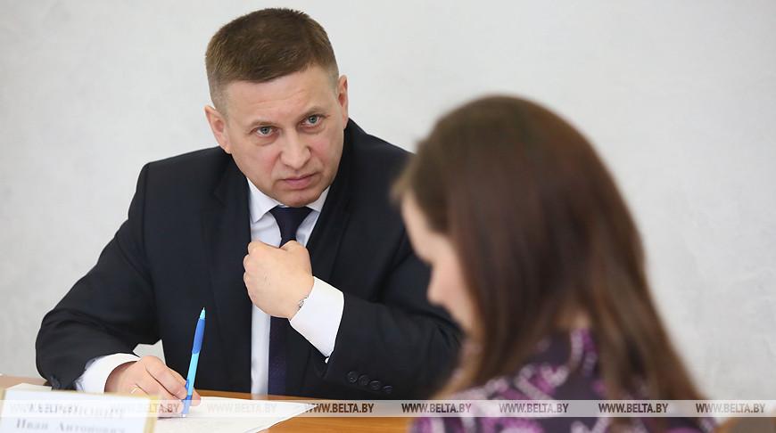 Лавринович провел прием граждан в Красносельске