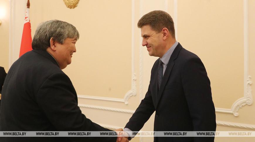 Кухарев встретился с послом Кыргызстана