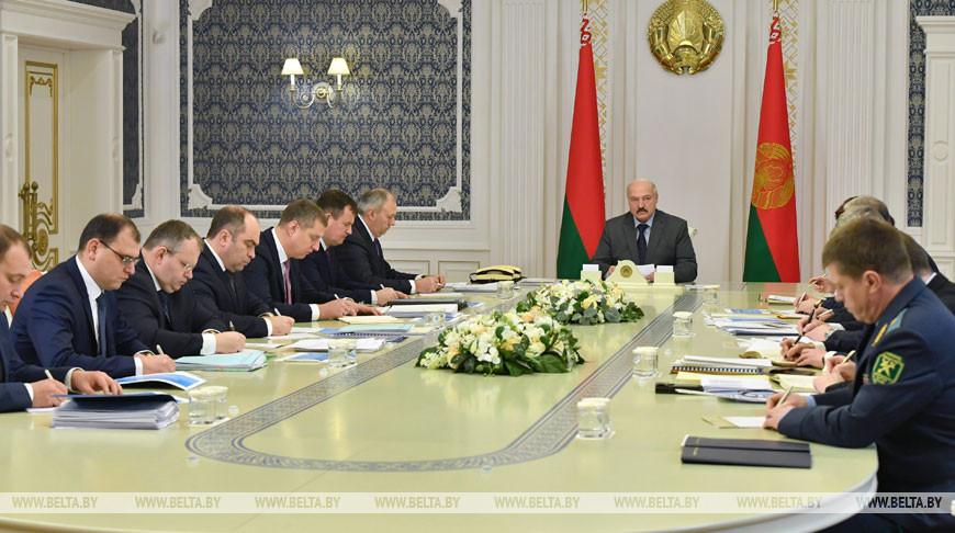 Лукашенко накануне визита в Сочи собрал совещание по работе энергокомплекса Беларуси