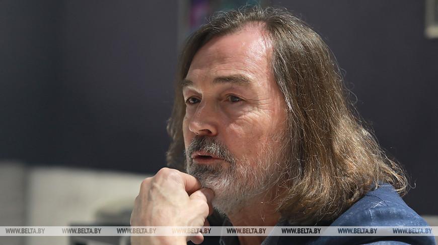 Никас Сафронов приехал в Могилев с персональной выставкой