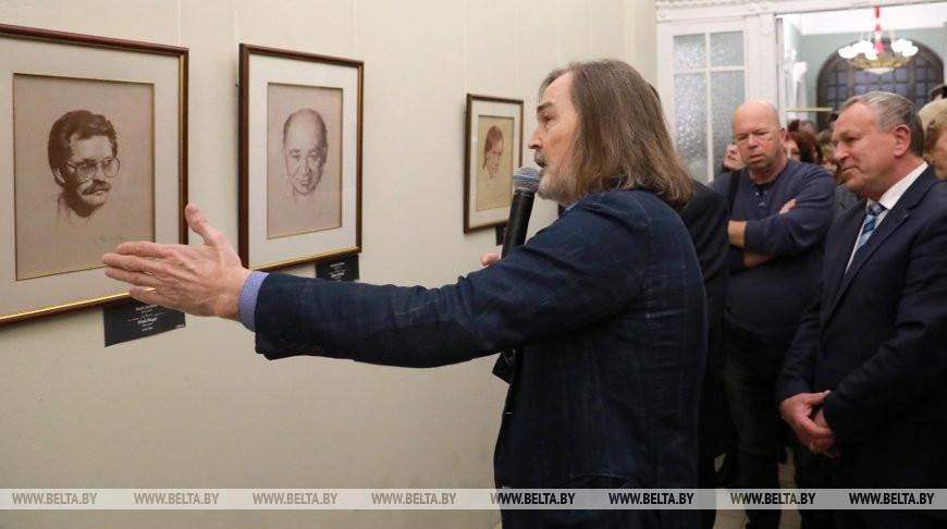 Выставка картин Никаса Сафронова открылась в Могилеве