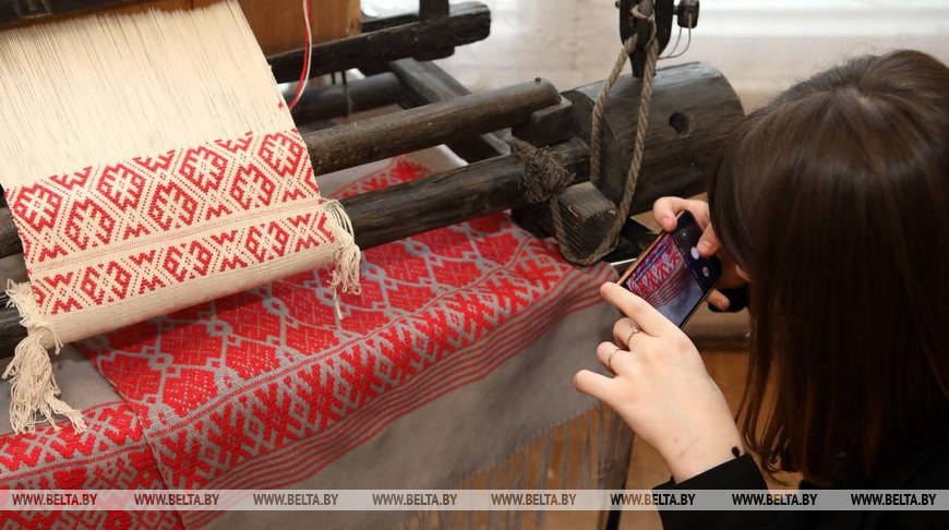 Выставка работ Гусевицкого центра ткачества открылась в Гомеле