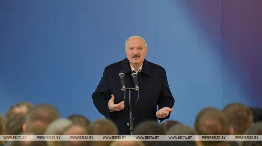 Лукашенко встретился с коллективом Светлогорского ЦКК
