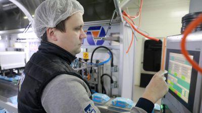 """На предприятии """"БелЭмса"""" завершается монтаж линии по производству подгузников для взрослых"""