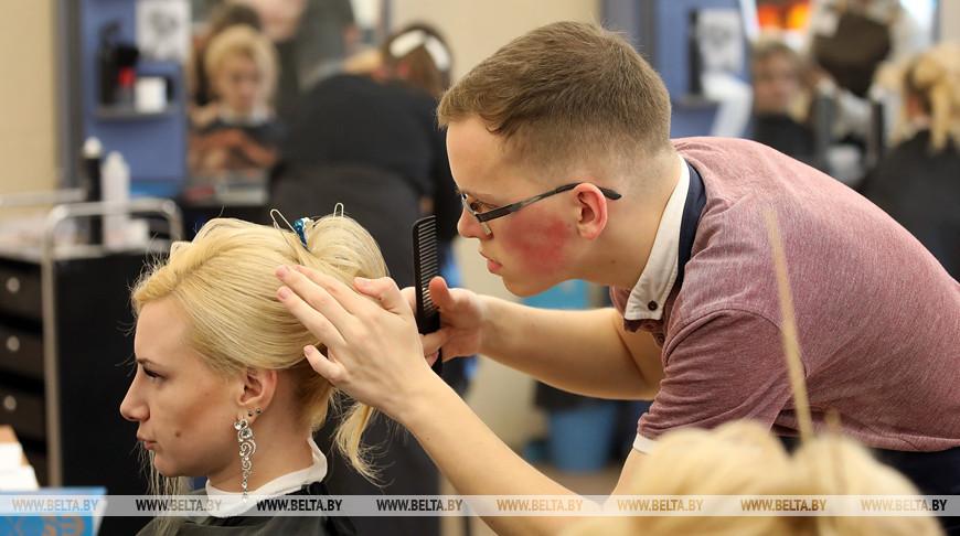 Будущие парикмахеры из Гомельской области состязаются на конкурсе WorldSkills Belaru