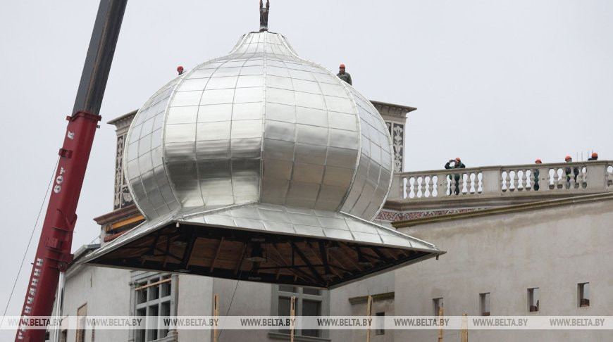 Новый купол установили на башню Старого замка в Гродно
