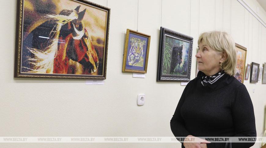 Выставка картин из бисера открылась в Витебске