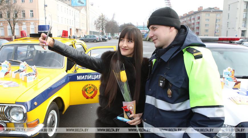 Сотрудники ГАИ поздравили женщин-водителей в Гомеле