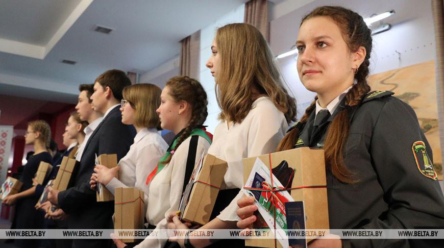 Торжественная церемония вручения паспортов юным гражданам состоялась в Музее современной белорусской государственности