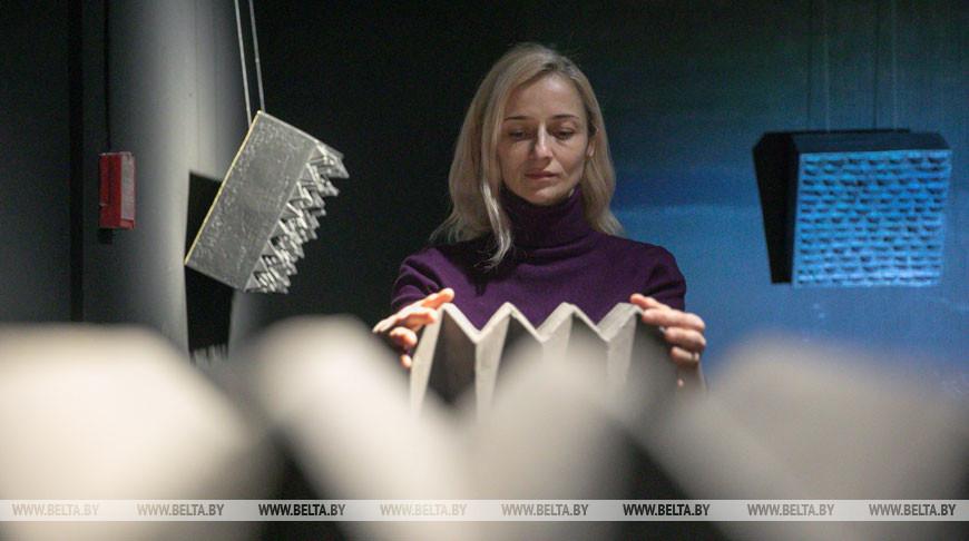 "Выставка ""Изолиция"" проходит в музее-мастерской Заира Азгура в Минске"