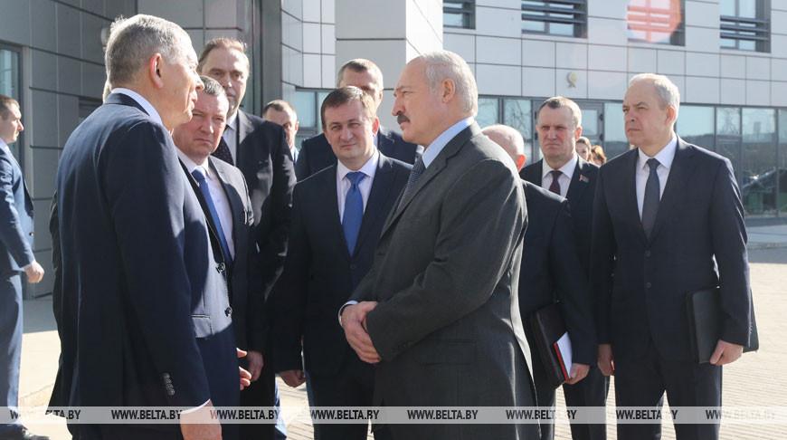 """Лукашенко посетил инновационное предприятие """"Адани"""""""