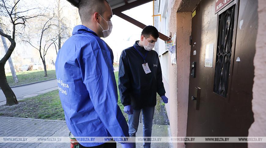В Бресте волонтеры БРСМ и сотрудники соцобслуживания оказывают помощь пожилым людям и инвалидам