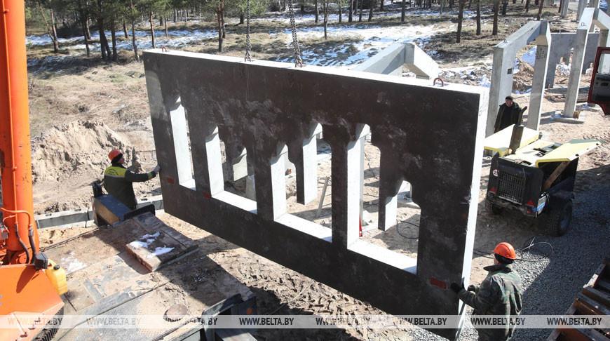 Возведение центральной композиции мемориала в деревне Ола начнут на этой неделе