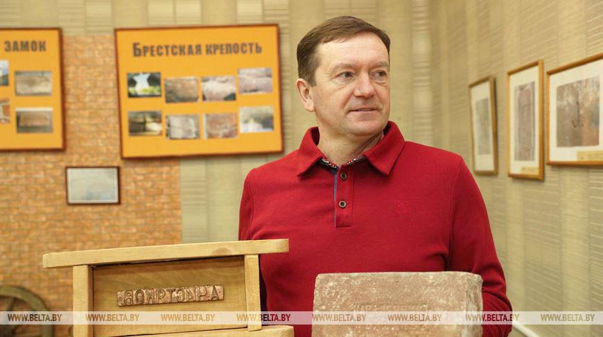 Лидчанин Алексей Чистяков создал коллекцию кирпичей