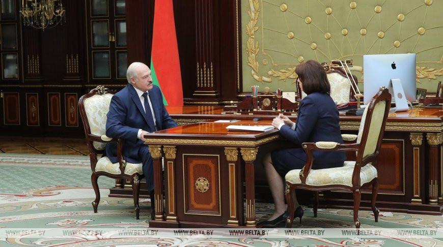 Александр Лукашенко провел рабочую встречу с Натальей Кочановой