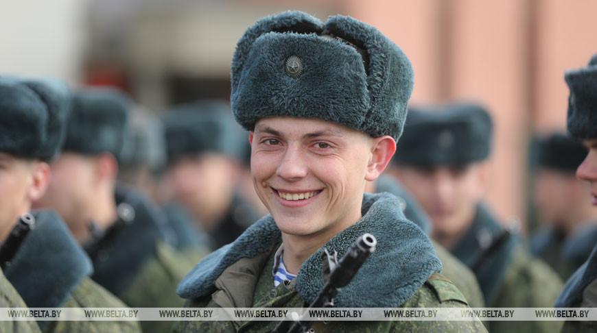 Войска Минского гарнизона готовятся к параду в честь Дня Победы