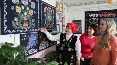 """В Глубокском районе продолжают традицию написания """"маляваных дываноў"""""""