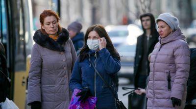 Жители Минска используют маски для защиты от инфекций