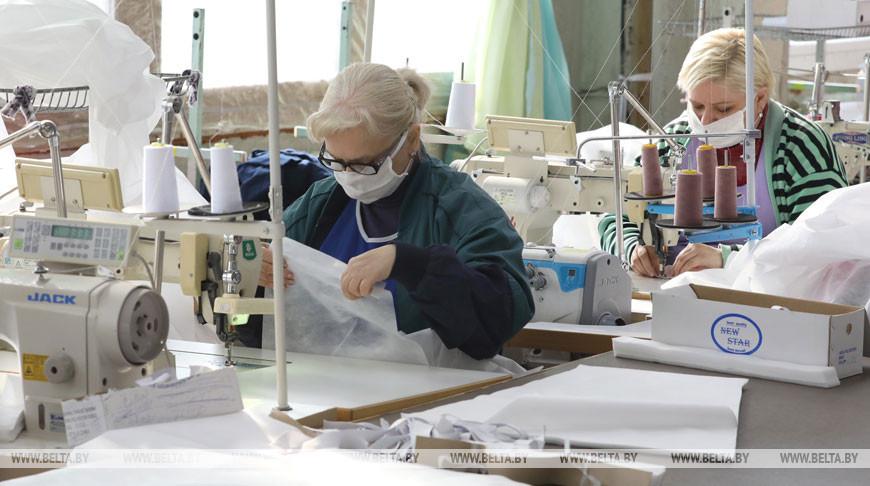 Витебское предприятие наладит массовый выпуск защитных костюмов для медиков
