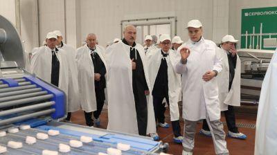 """Лукашенко посетил ЗАО """"Юнимит"""" в Смолевичском районе"""