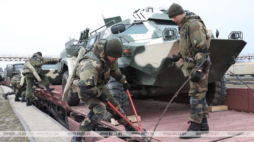 Около 300 военнослужащих вернулись с учений в Витебск