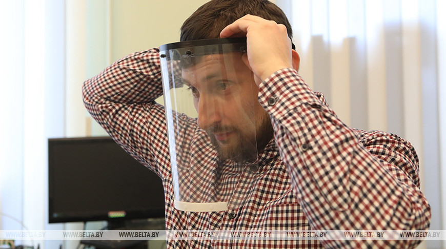 В Гомеле защитные маски для медиков создают на 3D-принтере
