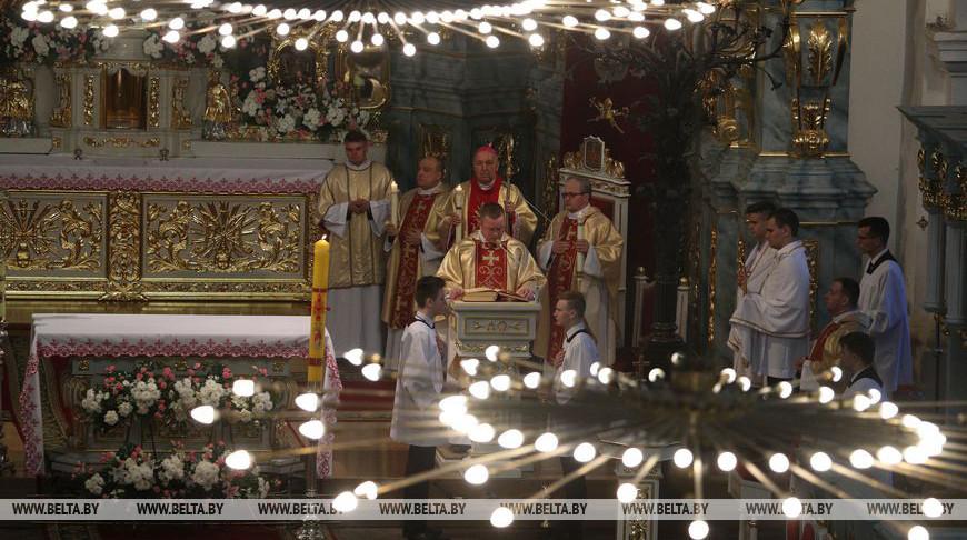 В Фарном костеле в Гродно прошло главное пасхальное богослужение